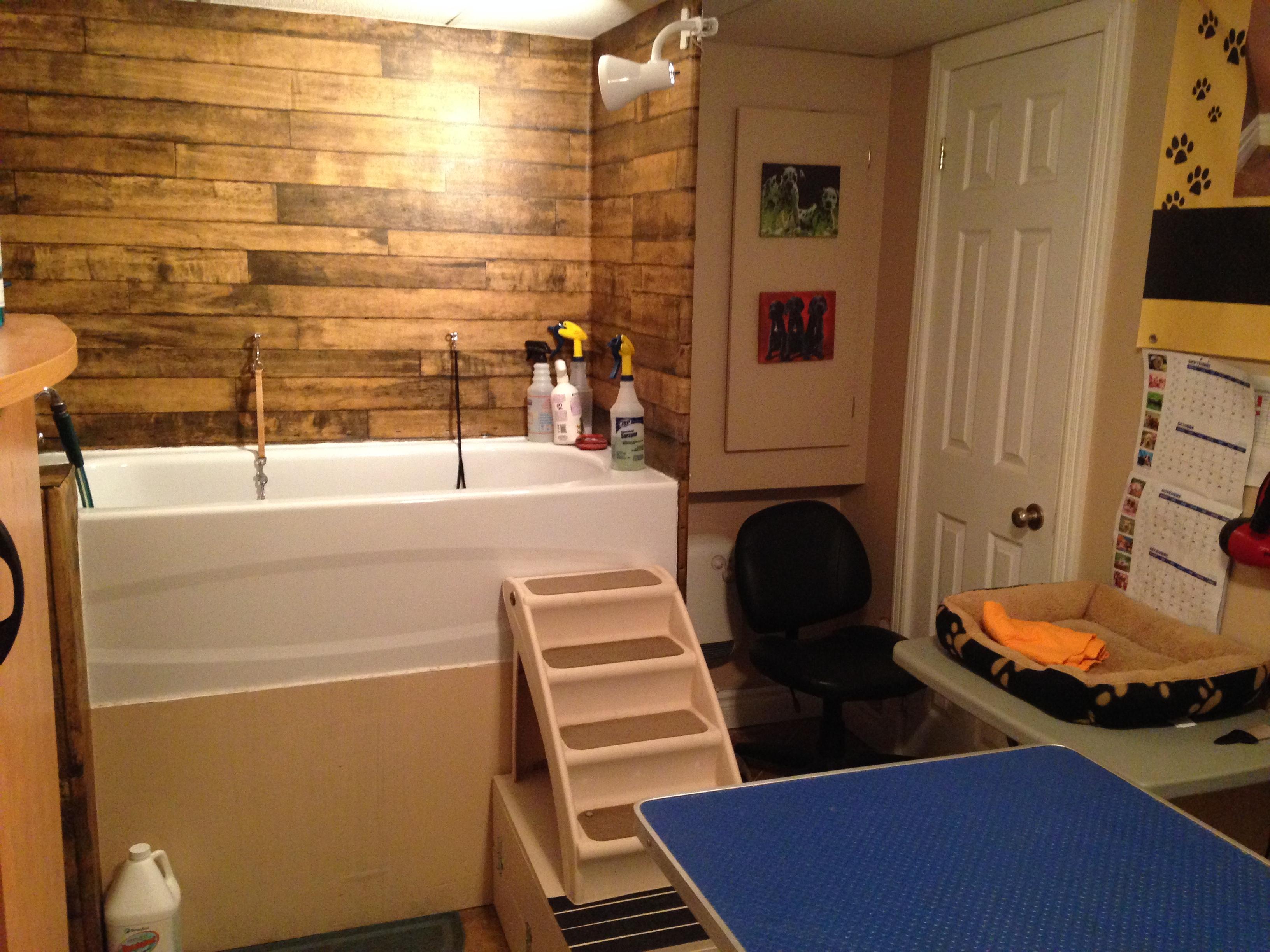 Installations toilettage chiens chats toilettage - Salle de bain avec bain sur pattes ...